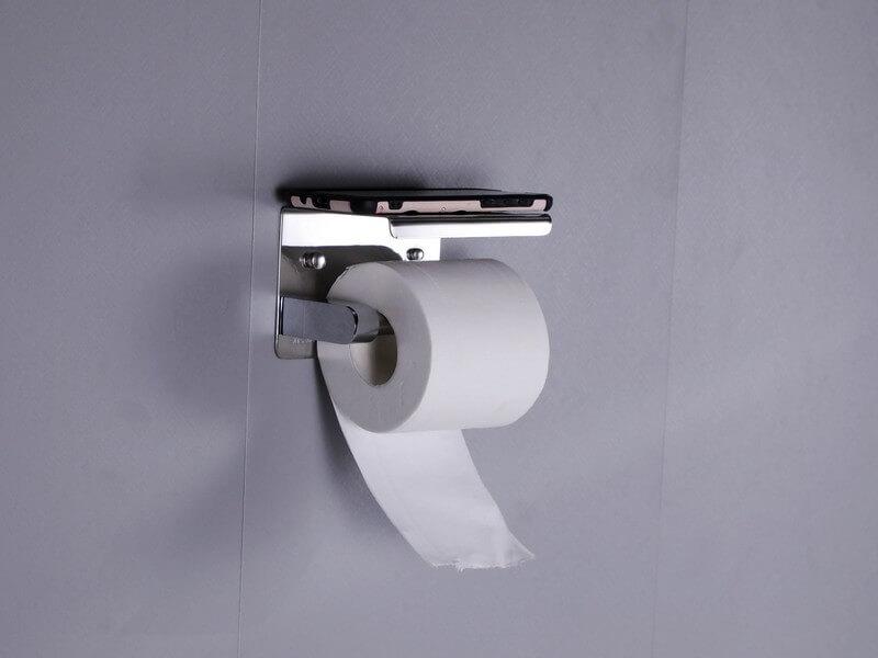מעמד-לנייר-טואלט עם נייר טוואלט ופלאפון