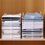 מתקן סידור חולצות בארון סידור בשני טורים בארון